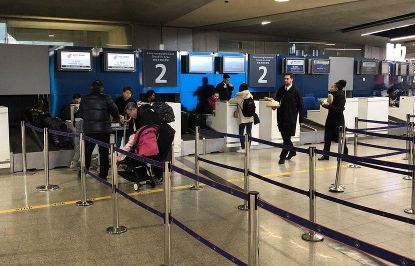 Coronavirus : « On a acheté des masques », « J'éviterai les marchés »… A Roissy, inquiétude et manque d'infos pour les passagers vers l'Asie