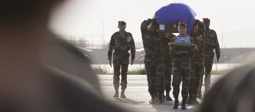 Le corps de Steeve a été rapatrié de Kaboul le 22 juin 2010. En France, le fiasco de Knysna occupe tout l'espace médiatique.