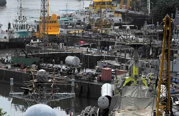 Inde une explosion bord d 39 un sous marin avec 18 for Interieur sous marin
