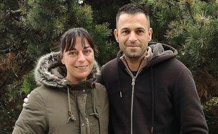 Sandrine et Emmanuel, frère et soeur nés sous X, se sont retrouvés en juin 2017. Ils ont également découvert qu'ils faisaient partie d'une immense fratrie de dix enfants et recherchent d'autres frères et soeurs qui auraient été abandonnés par le mère biologique à Lyon et Grenoble.