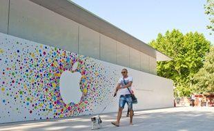 Avant l'ouverture de l'Apple Store à Aix-en-Provence, le 10 juin 2014.
