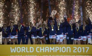 Hambourg (Allemagne), le 17 décembre 2017. Les Bleues ont décroché le deuxième titre mondial de leur histoire.