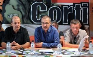 Une dizaine d'élus corses des partis traditionnels ont, pour la première fois depuis la création des journées nationalistes de Corte, participé dimanche à un débat avec les indépendantistes sur l'avenir institutionnel de l'île vers une certaine autonomie.