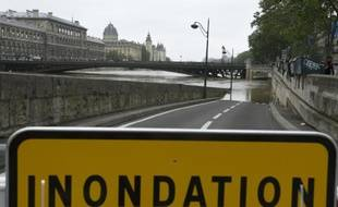 Une berge de la Seine à Paris le 4 juin 2016