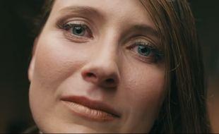 """Elisabeth Gray, dans le premier court-métrage écrit par une intelligence artificielle. L'un des dialogues absurdes qu'elle devait interpréter: """"Je voulais juste te dire que je suis bien meilleure que lui ne l'a fait"""". Pardon?"""