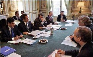 """Nicolas Sarkozy a entamé de nouveaux entretiens avec les partenaires sociaux, vendredi, en promettant de ne pas """"intervenir"""" dans les négociations déjà en cours, selon le secrétaire général de FO Jean-Claude Mailly, qui s'est dit """"rassuré sur la méthode""""."""