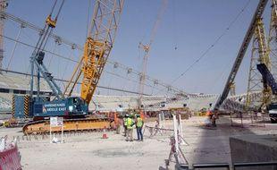 Des ouvriers travaillent sur le chantier d'un stade à Doha en 2014.