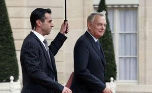 """Jean-Marc Ayrault assure que l'aéroport de Notre-Dame-des-Landes """"se fera"""" en dépit des manifestations locales et de l'opposition des alliés écologistes, dans une interview à paraître jeudi dans Paris-Match."""