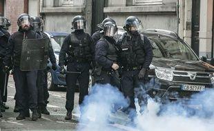 Des policiers lors de la manifestation du 18 décembre à Lille.