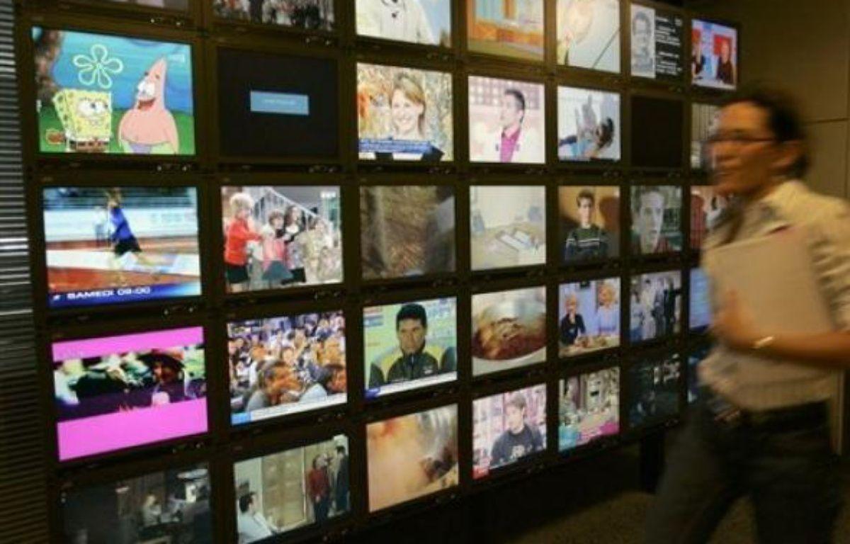 Les Français ont passé en moyenne trois heures 25 minutes par jour devant la télévision au cours de l'année 2008, selon des chiffres de l'institut de mesure d'audience Médiamétrie publiés lundi par le Syndicat national de la Publicité télévisée (SNPTV). – Bertrand Guay AFP