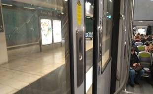 Le RER C ouvre sa porte aux messages d'amour pour la Saint-Valentin (Illustration).