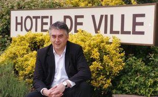 Le député-maire de Cholet (UMP-CNI) Gilles Bourdouleix a accusé mardi la Ligue des droits de l'Homme (LDH) de dénonciation calomnieuse, après une plainte de l'association concernant des propos qui lui ont été attribués sur les gens du voyage.