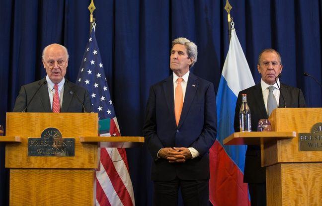 Les chefs de la diplomatie américaine John Kerry et russe Sergueï Lavrov avec l'envoyé spécial de l'ONU Staffan de Mistura à Genève le 10 septembre 2016