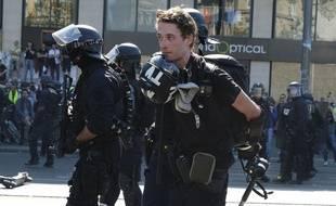 Le journaliste Gaspard Glanz, arrêté par la police lors de l'Acte 23 des Gilets Jaunes à Paris le 20 avril 2019.
