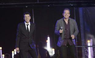 Les chanteurs Marc Lavoine (g) et Garou (d) donnent coup d'envoi du Télethon à l'hippodrome de Longchamps à Paris