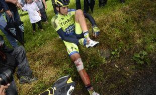 Alberto Contador s'est fracturé le tibia en chutant lors de la 10e étape du Tour de France, le 14 juillet 2014, entre Mulhouse et la Planche des Belles Filles.