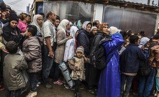 Des migrants font la queue pour être enregistrés au camp de Presevo, dans le sud de la Serbie, le 11 septembre 2015.