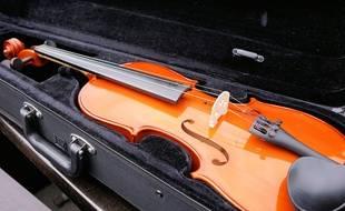 Deux violons ont été volés par des faux policiers chez un couple d'octogénaires, dans l'Essonne (illustration)
