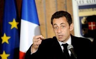 """Les grandes manoeuvres ont commencé mardi à droite deux jours après la défaite des municipales, le Premier ministre François Fillon exhortant sa majorité à """"tenir le cap"""", alors que l'Elysée devait annoncer un remaniement limité de l'équipe gouvernementale"""
