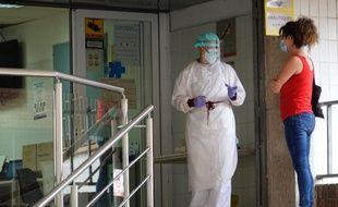 Une femme dans un centre de test en Catalogne, le 16 juillet 2020.