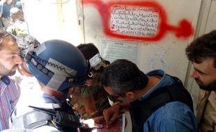 Les experts de l'ONU ont effectué mercredi des prélèvements sanguins, d'urine et de cheveux auprès de victimes de l'attaque à l'arme chimique imputée au régime près de Damas, selon des vidéos diffusées par les militants.