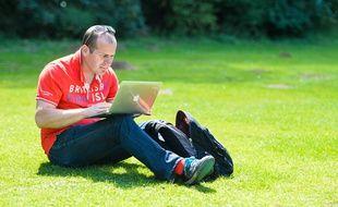 Les formations pour adultes à distance permettent de gérer soi-même son emploi du temps.