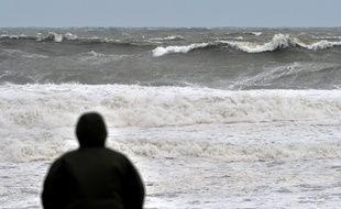Ce sont les vagues qui ont ramené le corps sur la plage.