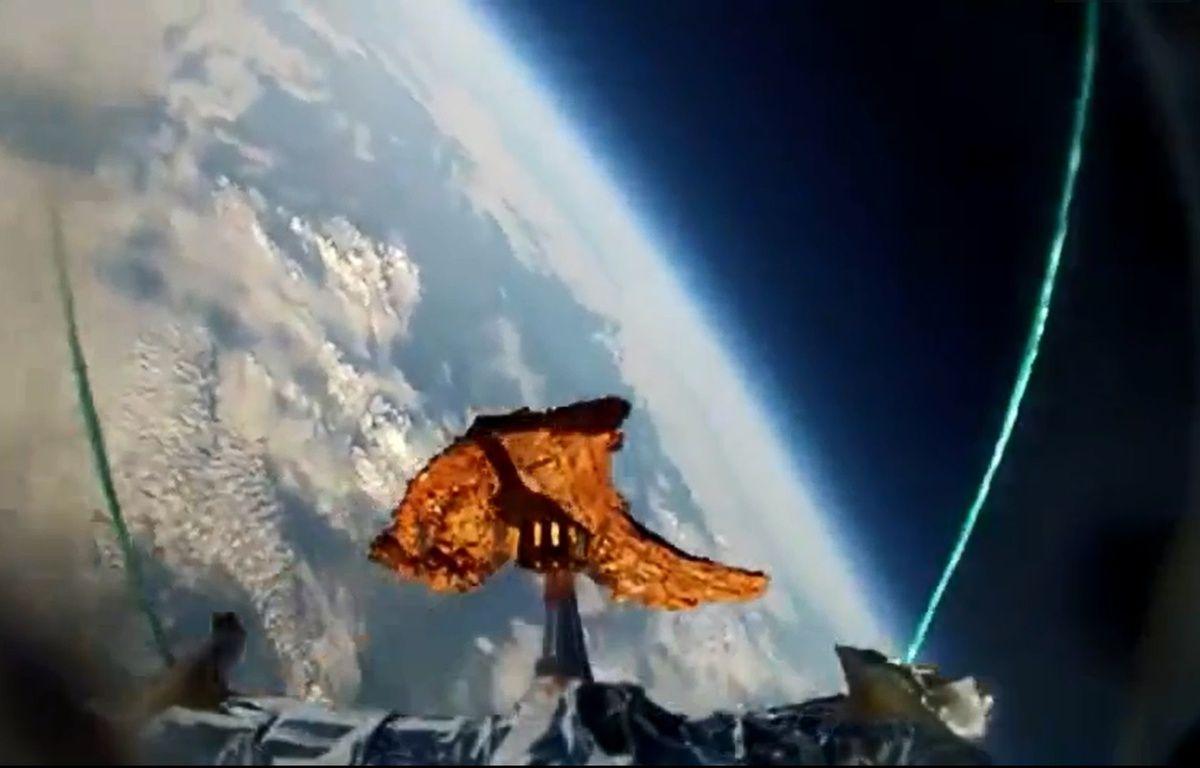 Deux Britanniques ont envoyé une côte d'agneau dans la stratosphère – Capture d'écran