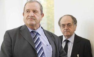 Le président intérimaire de la FFF, Fernand Duchaussoy, devant le vice président Noël Le Graët, le 29 octobre 2010 à Paris.