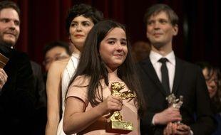 Hana Saeidi, la nièce de Jafar Panahi reçoit l'Ours d'or du meilleur film pour Taxi