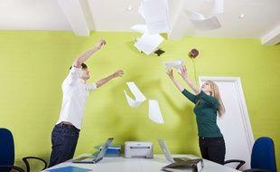 Les collègues qui font du bruit sont la deuxième incivilité la moins bien supportée par les jeunes salariés.