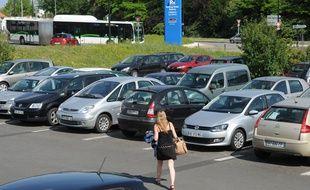 Le parking-relais Greneraie le long d ela ligne 4 de busway à Nantes.