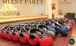 L'Hôtel Renaissance propose une Silent Garden Party où les participants écoutent les mix via des casques
