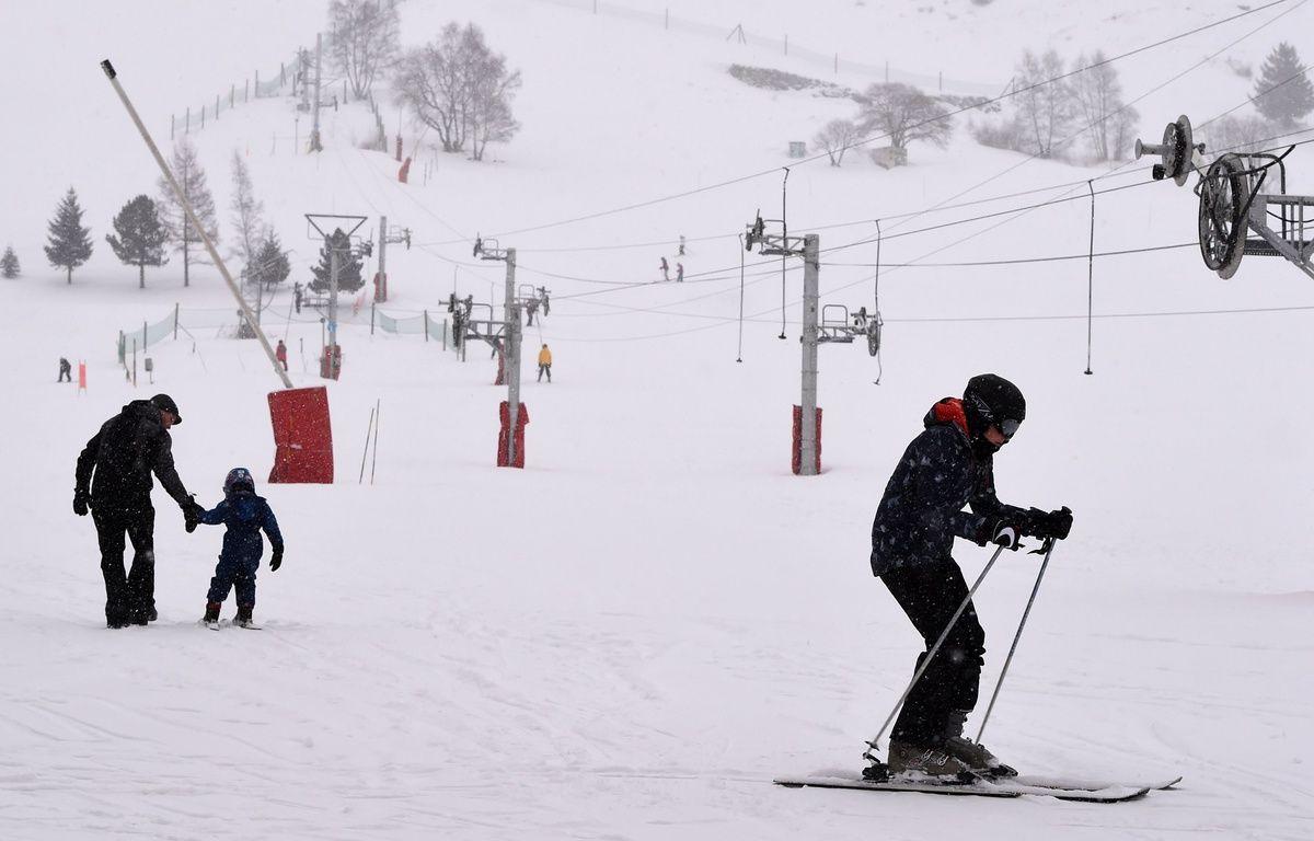 Le 14 janvier 2016 aux 2 Alpes, au lendemain de l'avalanche qui a causé la mort de deux lycéens lyonnais et un skieur ukrainien.   / AFP / PHILIPPE DESMAZES – AFP