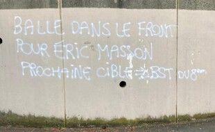 Après la mort d'un policier à Avignon, un tag menaçant la police de Lyon a été découvert sur les murs d'une école de Lyon.