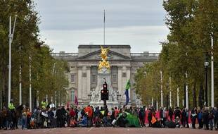 Les militants écologistes d'Extinction Rebellion ont bloqué la circulation près de Buckingham Palace à Londres, le 7 octobre 2019.