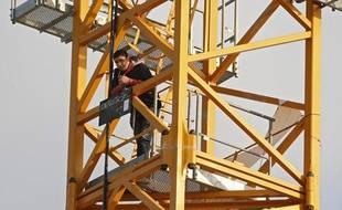 Un père de famille originaire de Tourcoing (59) s'est retranché en haut d'une grue sur un chantier de construction à Lezennes près de Lille ce lundi 3 juin 2013 en fin d'après midi. Il a demandé à parler au procureur de la République de Lille pour contester une décision de justice concernant la garde de son enfant.