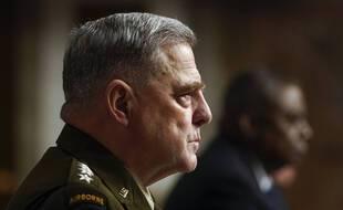 Le chef d'état major de l'armée américaine, le général Mark Milley (gauche) et le secrétaire à la Défense, Lloyd Austin, se sont expliqués sur le retrait raté d'Afghanistan devant une commission du Sénat, le 28 septembre 2021.