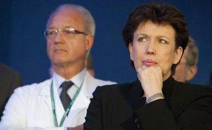Le professeur Jacques Marescaux et Roselyne Bachelot écoutent le discours de Nicolas Sarkozy au personnel du nouvel hôpital civil de Strasbourg, le 9 janvier 2009.