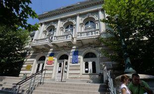 Le procès de six Roumains accusés d'un des plus spectaculaires vols de tableaux du siècle reprendra mardi à Bucarest, mais le sort des Monet, Picasso et Gauguin dérobés dans un musée des Pays-Bas reste incertain.
