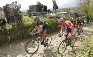 Kevyn Ista et Thor Hushovd sur le parcours du Tour des Flandres, le6 avril 2014