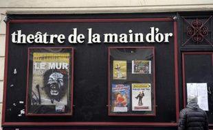 """L'affiche du spectacle de Dieudonné, """"Le Mur"""", à la façade du théâtre de la Main d'Or, le 11 janvier 2014, à Paris"""