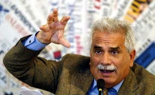 Severino Antinori, un spécialiste de la fertilité qui prétend avoir cloné trois bébés, à Rome le 5 mai 2004