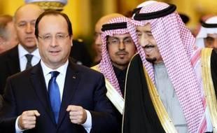 François Hollande a choyé les milieux d'affaires saoudiens lundi, au dernier jour d'une visite officielle en Arabie saoudite, posant des jalons pour l'avenir en l'absence de signature de contrats majeurs au cours de sa visite.