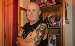 Il y a quelques jours, Christophe s'est offert un tatouage de Johnny pour son anniversaire.
