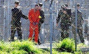 Les cinq accusés des attentats du 11-Septembre, dont leur cerveau autoproclamé Khaled Cheikh Mohammed, sont renvoyés samedi devant la justice militaire de Guantanamo, coup d'envoi d'une procédure qui pourrait encore prendre plus d'un an.