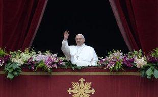 """Le pape François pendant la bénédiction """"Urbi et orbi"""", le 5 avril 2015 au Vatican"""