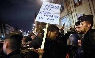 Manifestation contre le spectacle Exhibit B, le 28 novembre 2014, à Saint-Denis.