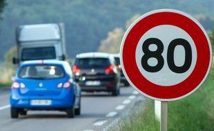 A l'occasion du Conseil interministériel de sécurité routière prévu ce mardi 9 janvier, le gouvernement pourrait annoncer l'abaissement à 80 km/h de la vitesse maximale autorisée sur les routes secondaires.