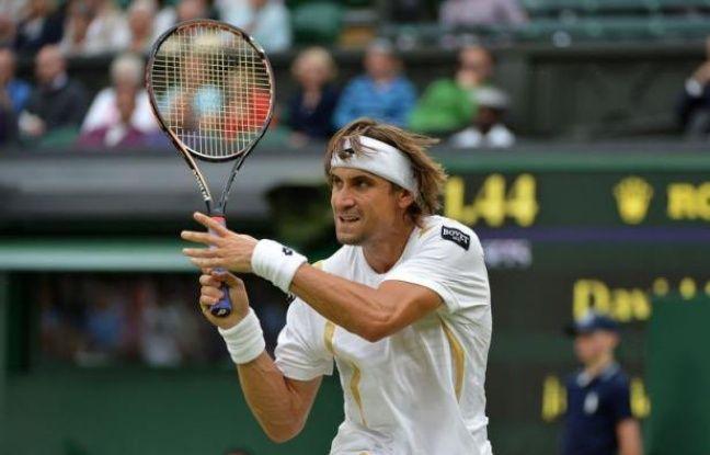 L'Espagnol David Ferrer s'est qualifié mardi pour les quarts de finale de Wimbledon pour la première fois de sa carrière en battant l'Argentin Juan Martin Del Potro (N.9) en trois sets 6-3, 6-2, 6-3.